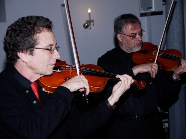 Dirigent und Solist in Vivaldi Concerto Grosso RV 578 in G-moll