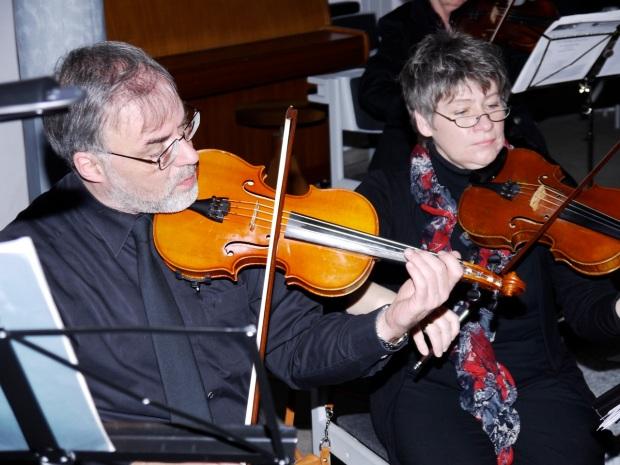 Lukas Fuchs und Claudia Borschel, 1. Geigen